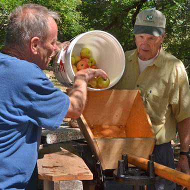 Community Apple Press Photo by Karen Preuss, for Slow Food Russian River